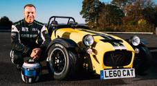 "Burn out da record, il pistard Chris Hoy fa 19 ""ciambelle"" in un minuto con la Caterham 620R"