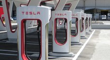 Tesla, le reti di ricarica Supercharger e Destination Charging fanno progressi in Italia