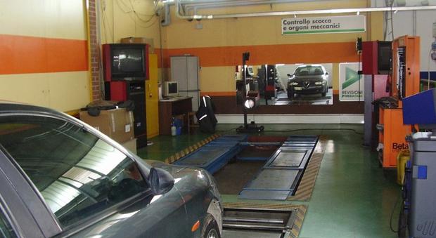 Revisioni auto spesi 2 9 miliardi 4 9 nel 2015 nelle for 2 officine di garage per auto