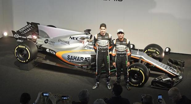 La Force India VJM10 con i due piloti Perez ed Ocon