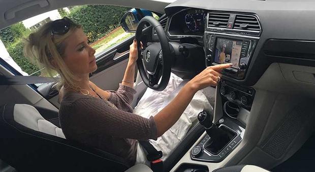 Volkswagen arriva nell 39 auto il citofono hi tech per - Citofono per casa prezzi ...
