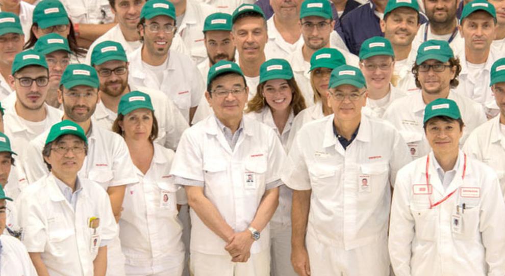 Honda Il Presidente Hachigo Visita Ad Atessa La Più Grande Fabbrica
