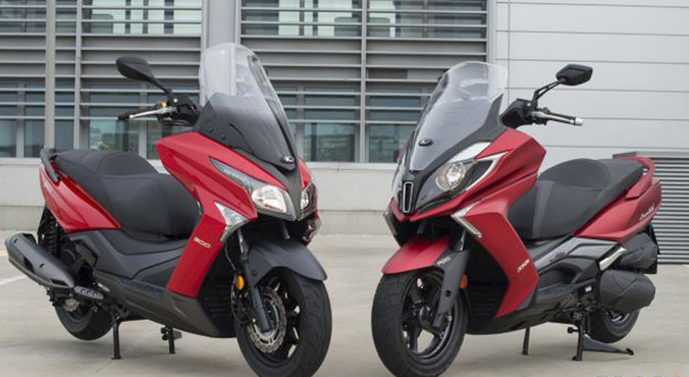 I due scooter Kymco: X-Town 300i ABS e Downtown 350i ABS E4