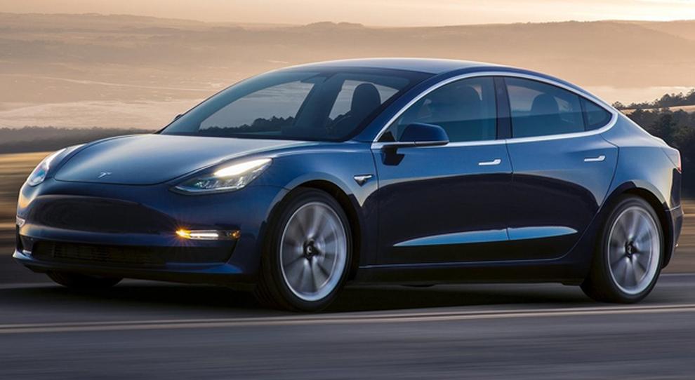 In arrivo i primi esemplari di Tesla Model 3