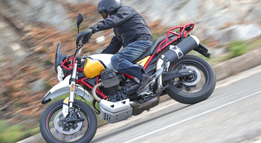 Moto Guzzi V85TT, in sella su strada ed in off-road alla prima classic enduro italiana