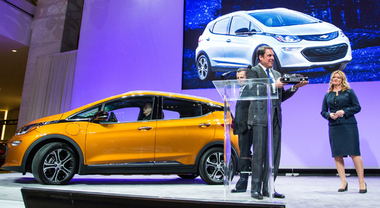 Chevrolet Bolt e Chrysler Pacifica, l'Auto dell'Anno è targata Usa